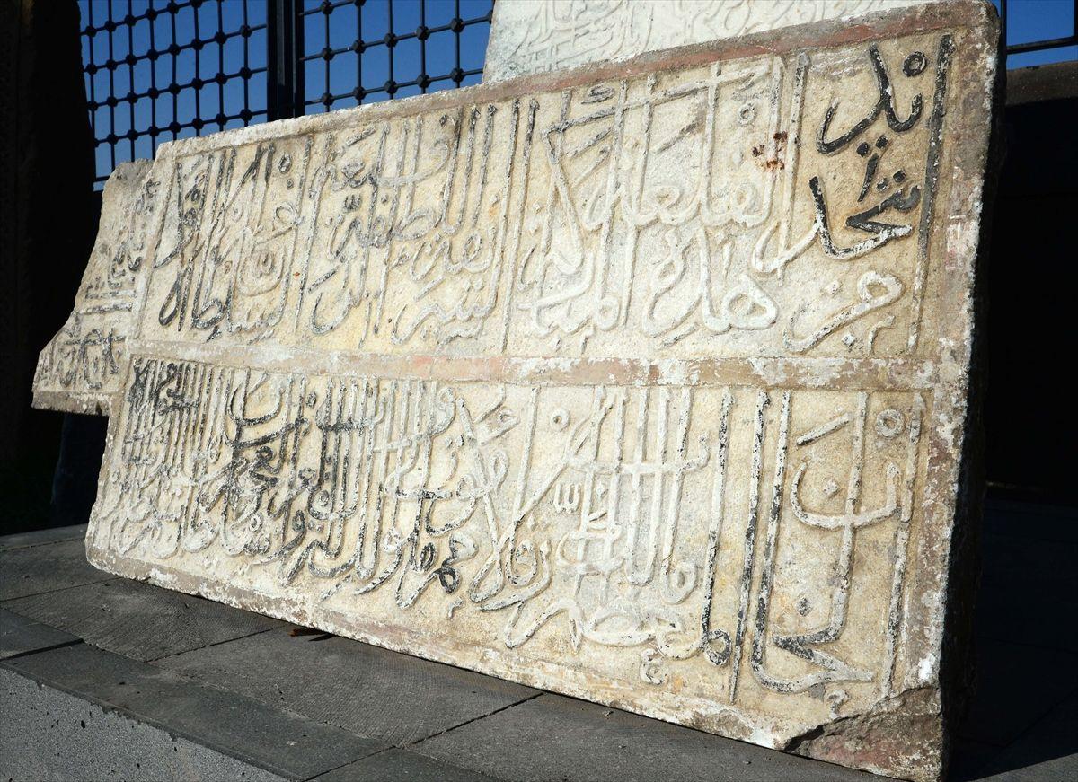Bitlis Kalesi'nde surların dibinde bulundu kitabenin sırrı çözüldü