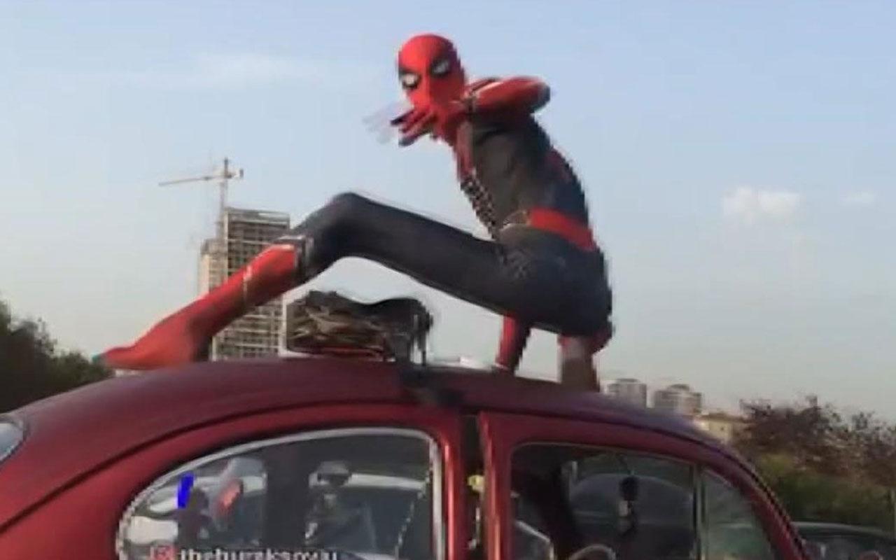Ataşehir'de trafikte 'Örümcek Adam' sürprizi! Kolay gelsin Spiderman...