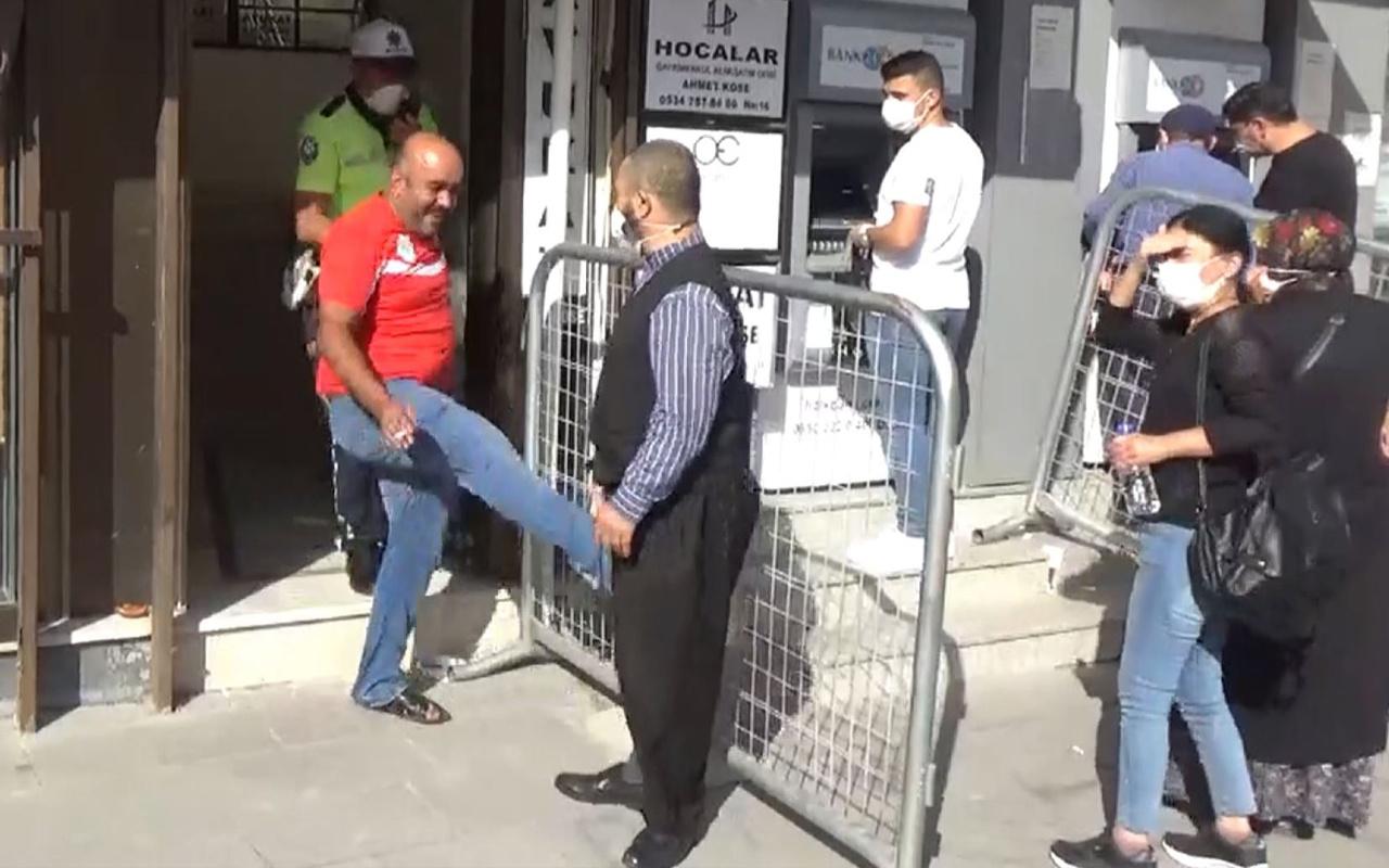 Bursa'da ilginç olay! 'Sen niye çıkacaksın' dedi tekmeyi vurdu