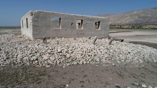 Sivas'ta sular çekilince ortaya çıktı Fatih Sultan Mehmet'ten kalma eserler