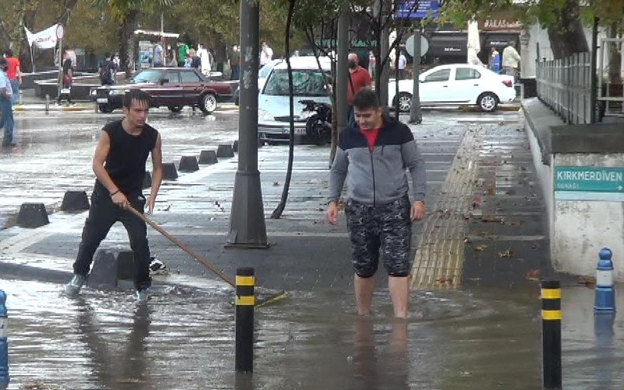 Balıkesir'de 7 bin liralık telefonunu paçaları sıvayıp yağmur sularında aradı