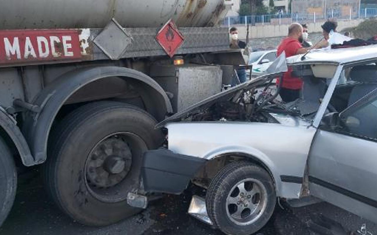 Kocaeli D-100 karayolunda peş peşe iki kaza: Otomobil hurdaya döndü