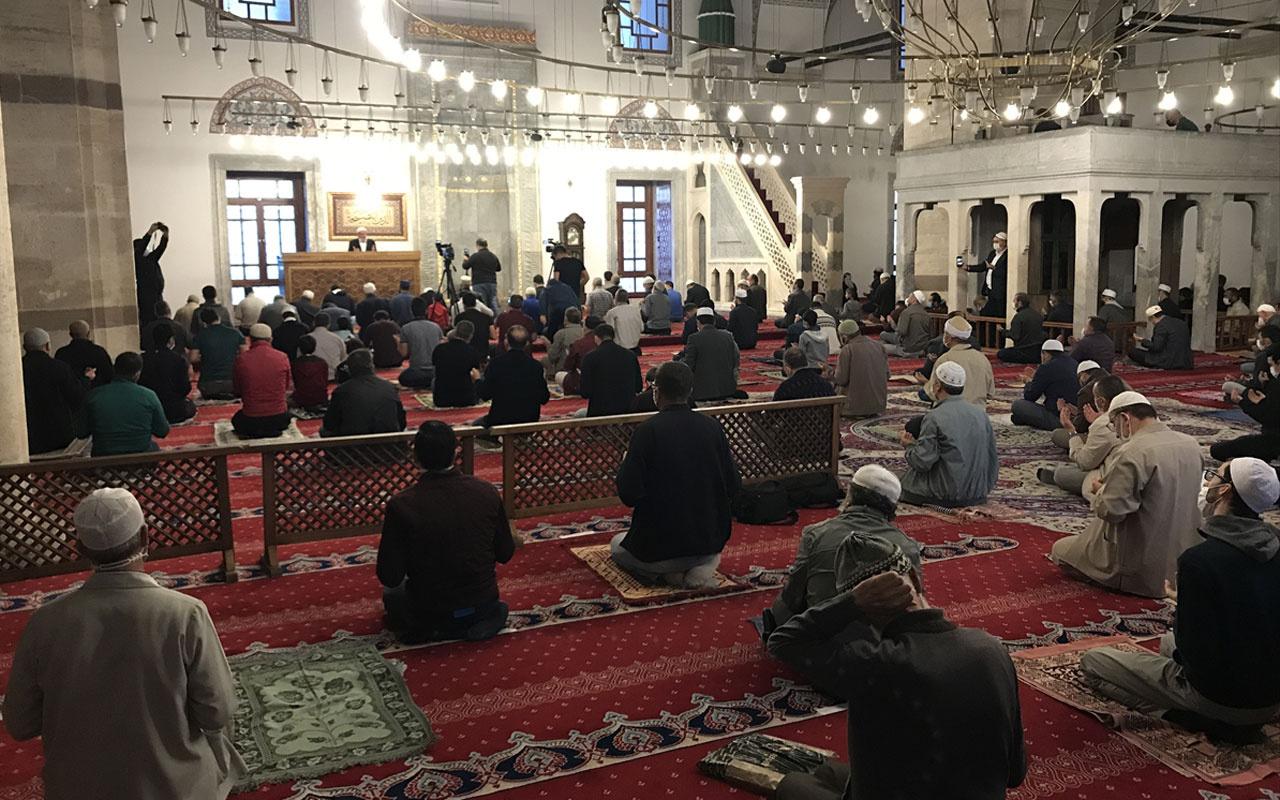 Konya'da Sultan Selim Camisi'ndeki programda Azerbaycan için Fetih suresi okundu