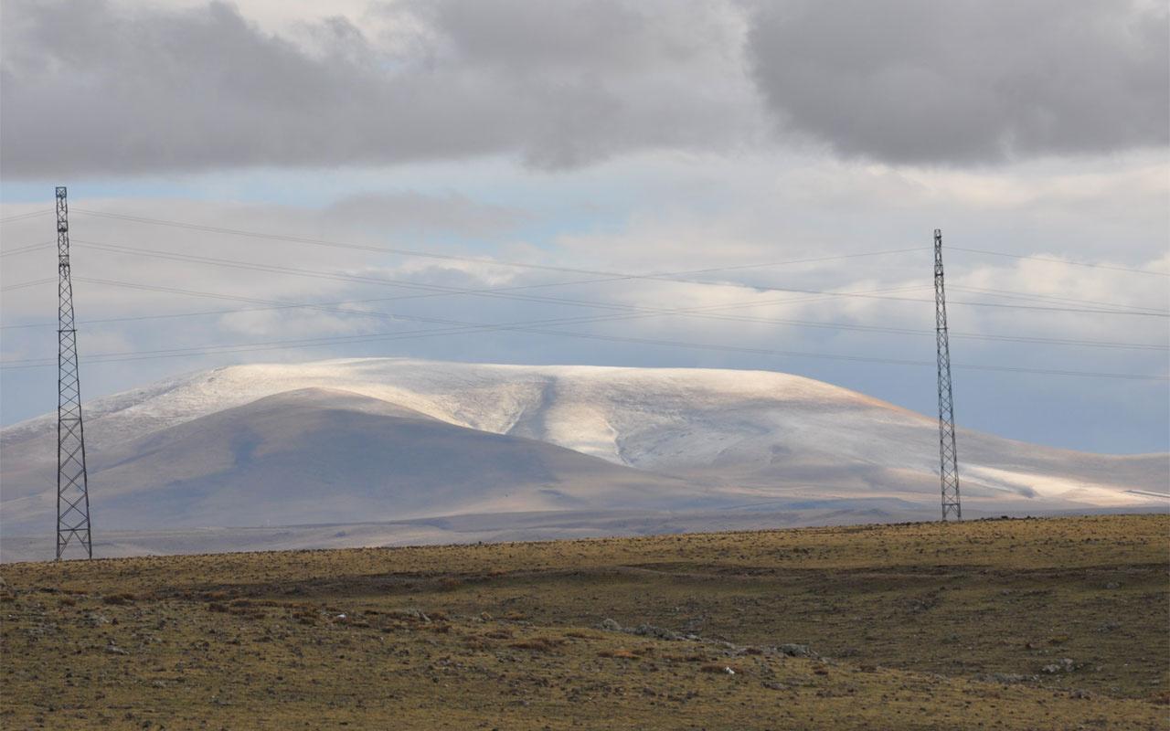 Kars Ardahan'da mevsimin ilk karı düştü