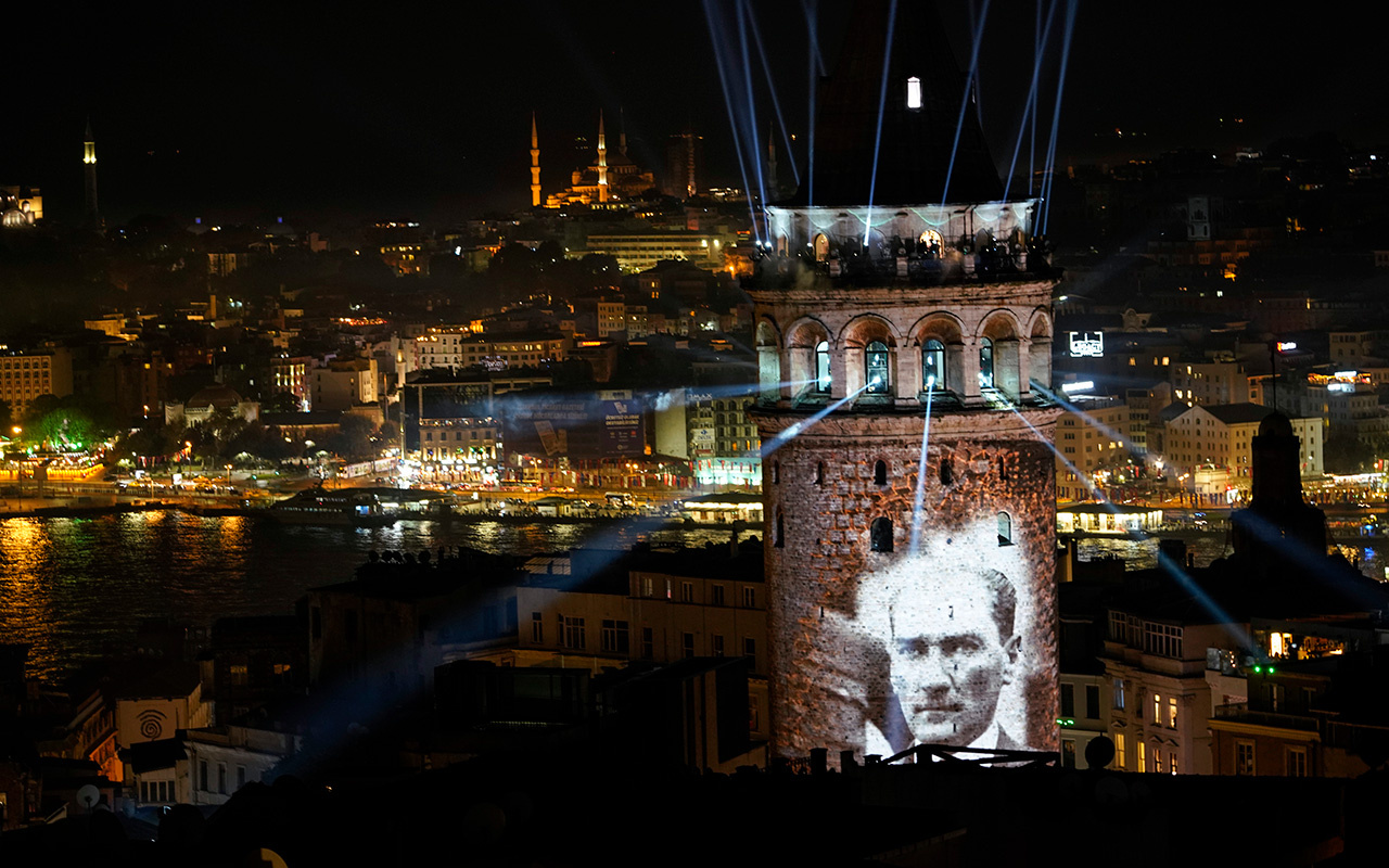 İstanbul'un simgelerinden Galata Kulesi tekrar ziyarete açıldı