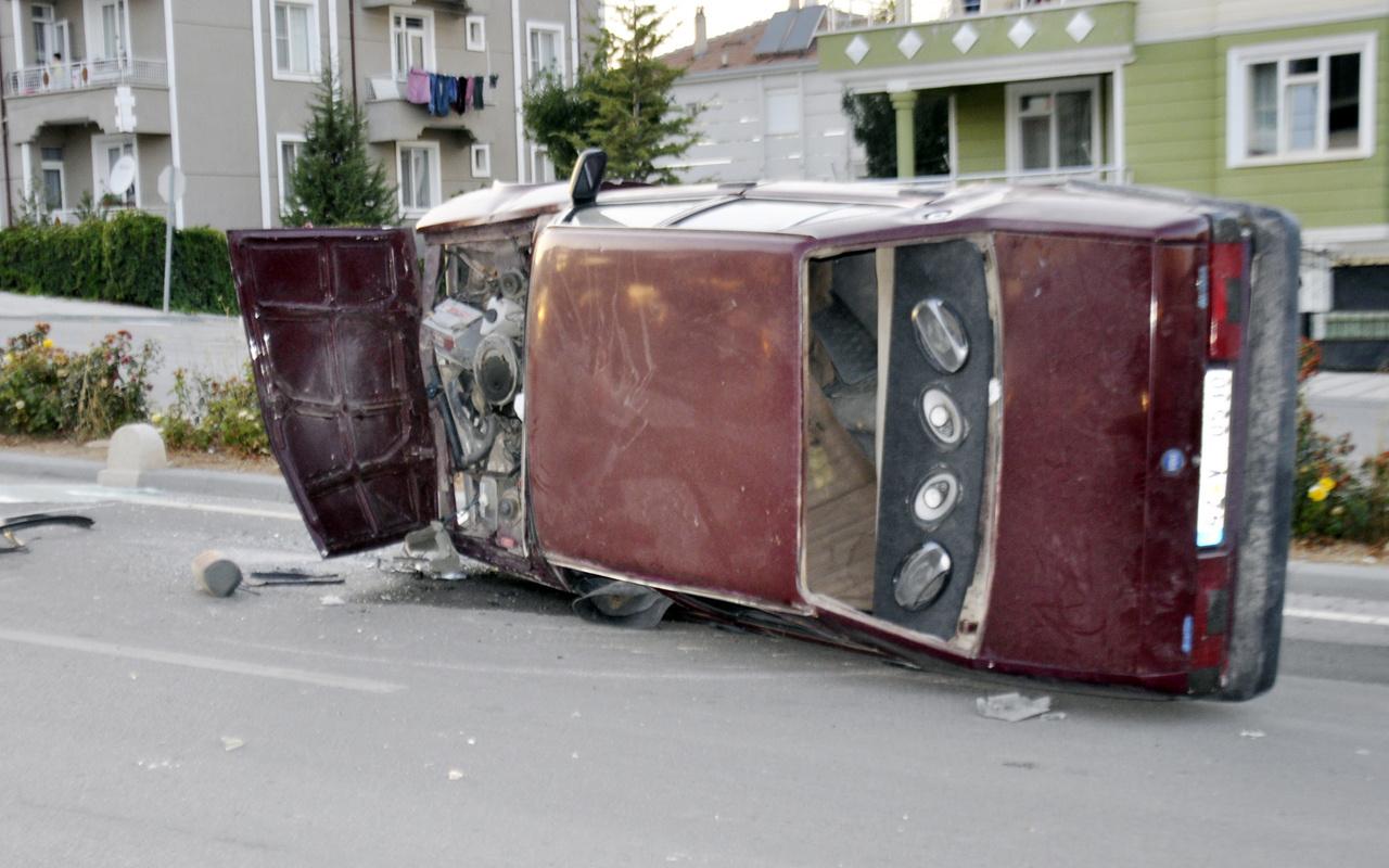Karaman'da feci kaza: Refüje çıkan otomobil takla attı