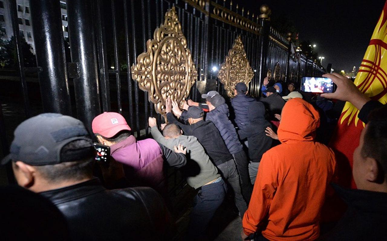 Kırgızistan Devlet Başkanı Ceenbekov: Ülkede darbe girişimi gerçekleşti