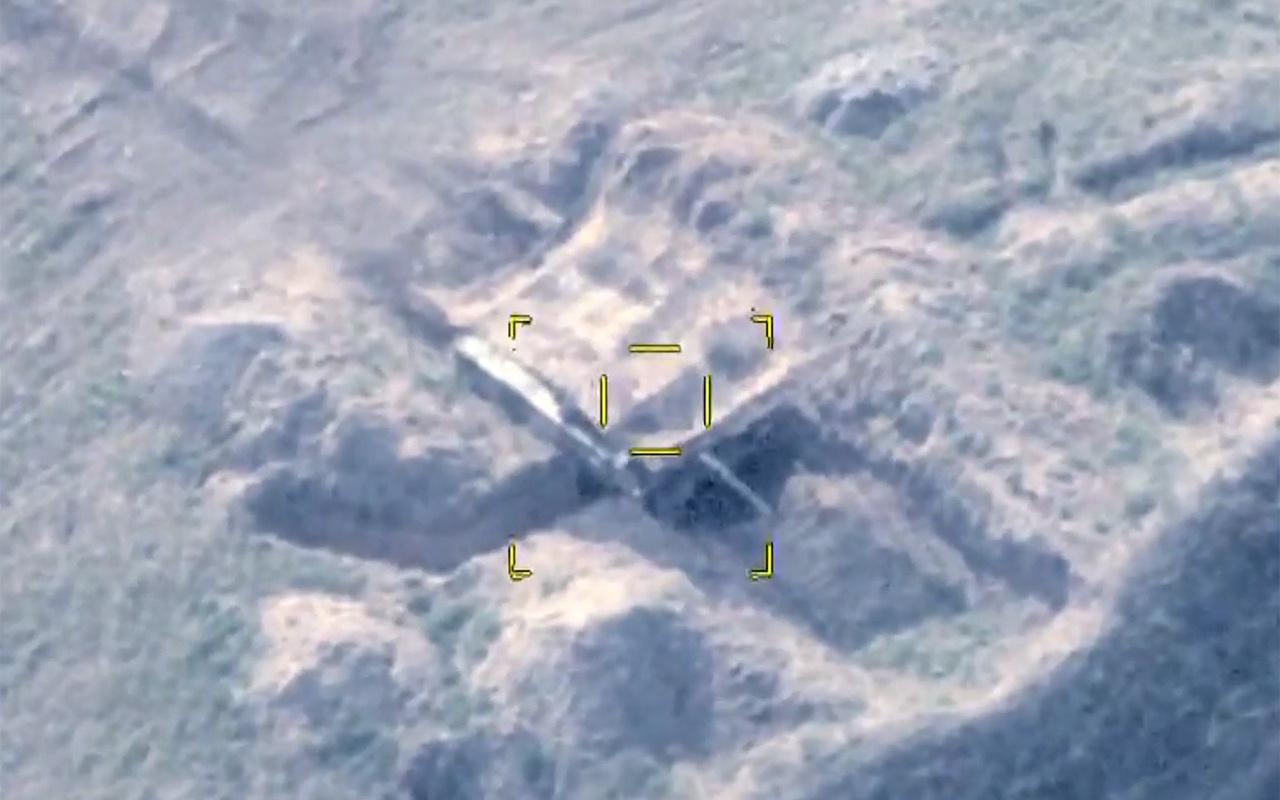 Azerbaycan, Ermenistan'a ait tank ve zırhlı araçları imha etti