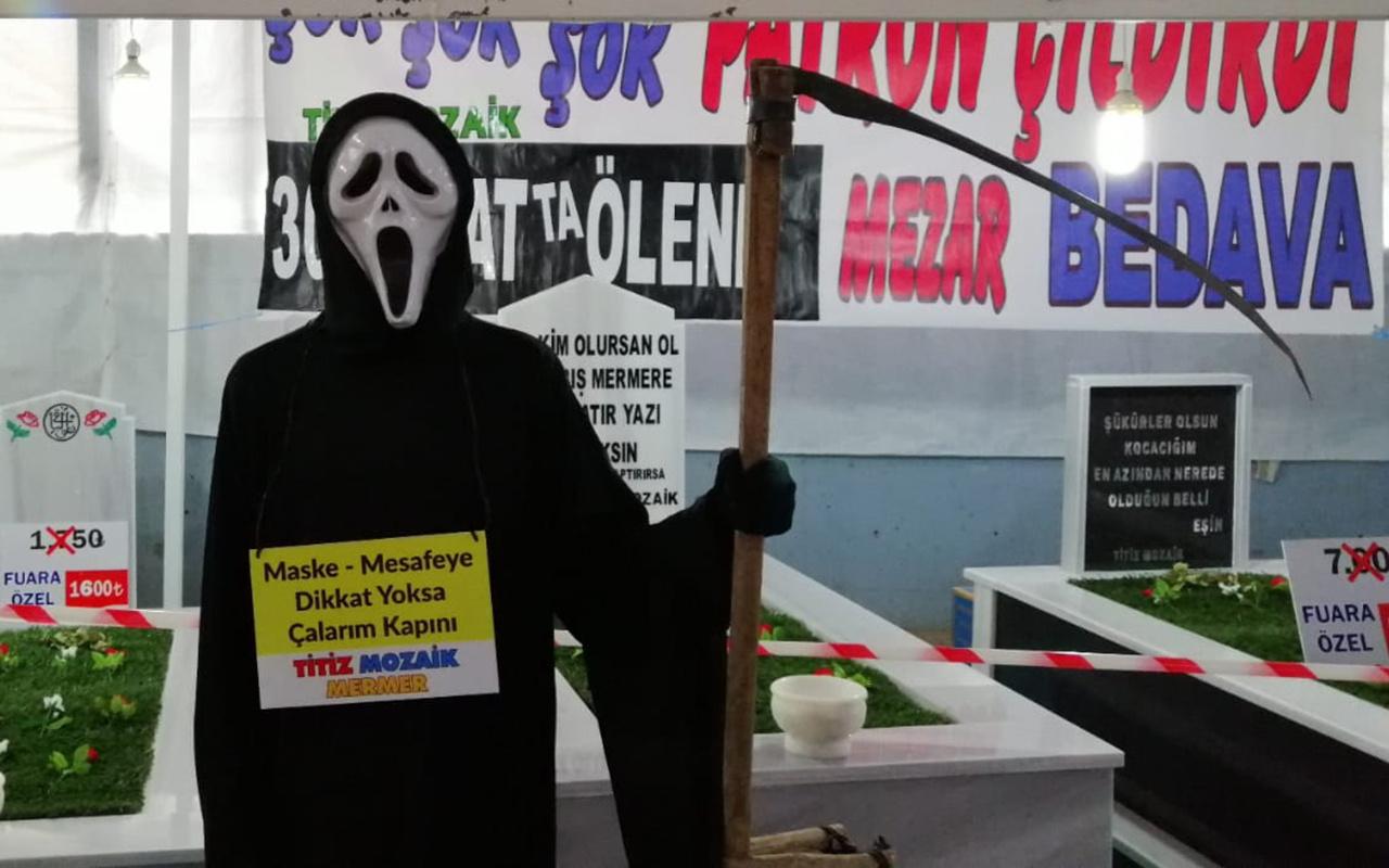 Çanakkale'deki fuarda mezar sergileyen firmadan şaşırtan yazı