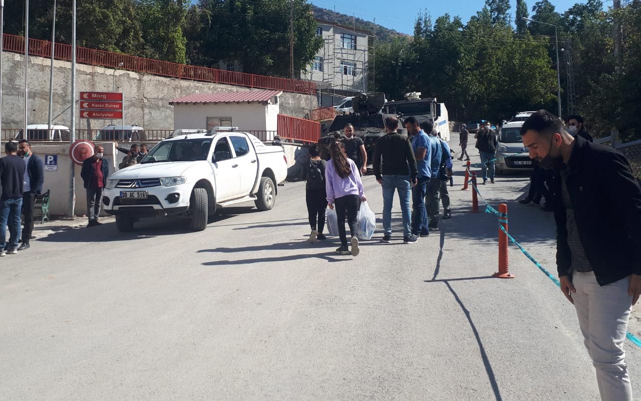 Hakkari'de boş arazide 2 erkek cesedi bulundu