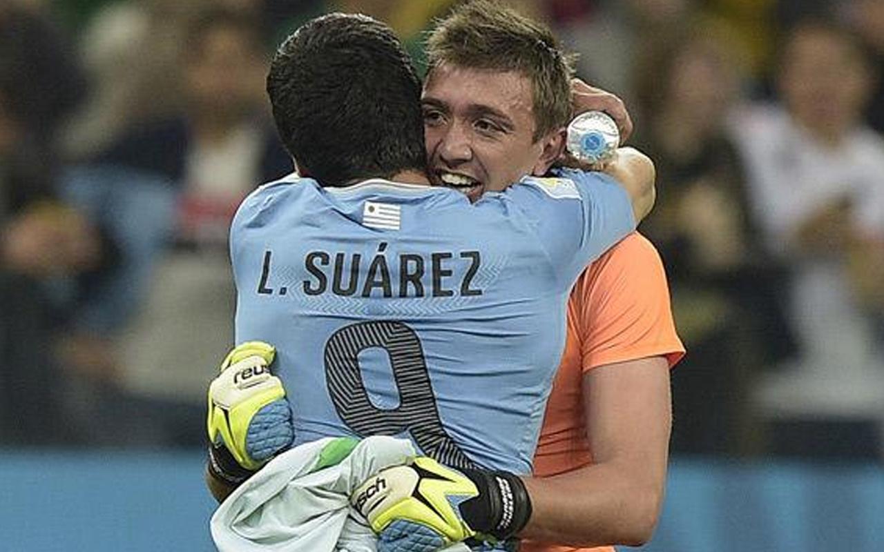 Luis Suarez'den gol sevincinde Fernando Muslera'ya destek
