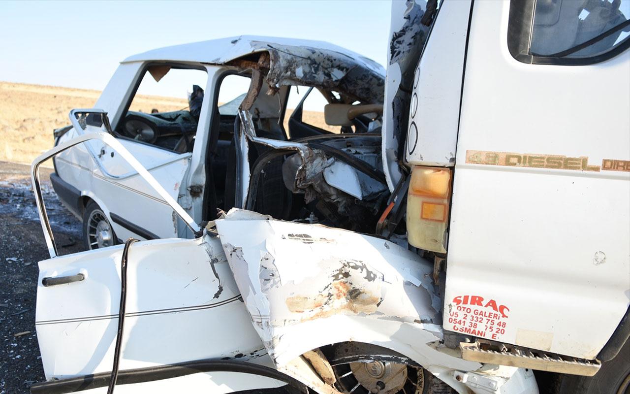 Şanlıurfa'da kamyonetle otomobil çarpıştı: 3 ölü, 1 yaralı