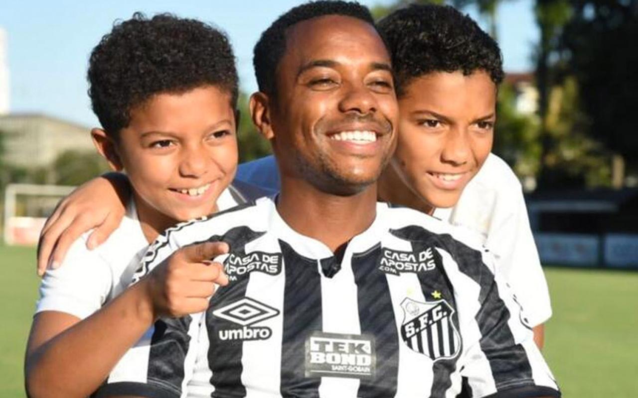 Başakşehir ayrılan Robinho Santos'a sembolik bir ücretle transfer oldu