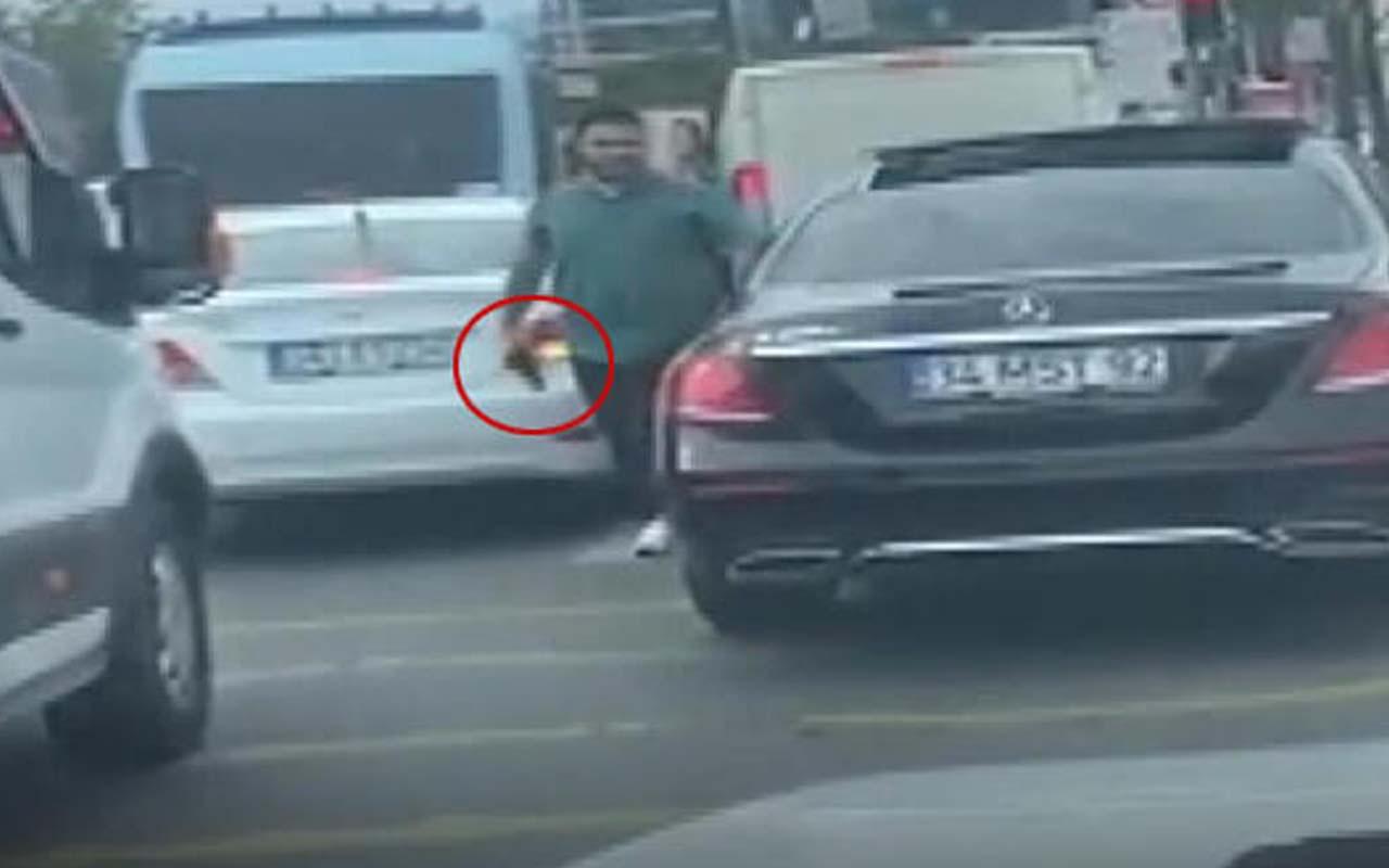 Pendik'te aracına sürten sürücüye silah çeken şahıs yakalandı