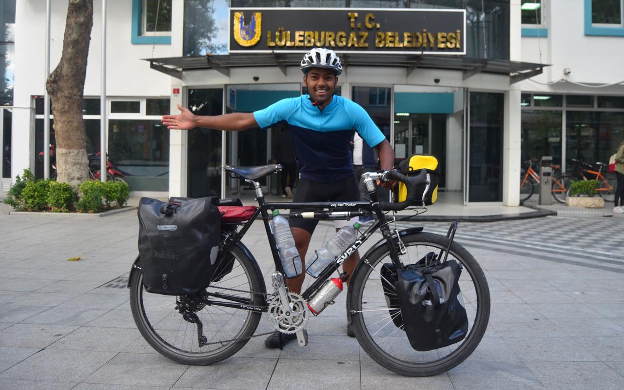 İşsiz kalan İngiliz soluğu Türkiye'de aldı! Bisikletle geldi