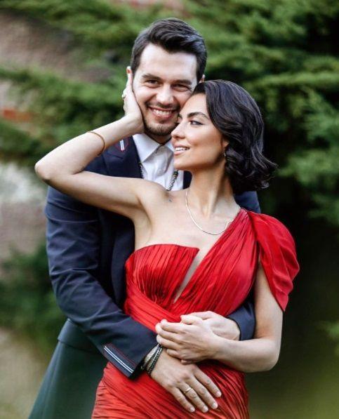 Evlilik yolunda ilk adımı attılar! İsmail Ege Şaşmaz, sevgilisi Hande Ünal nişanlandı