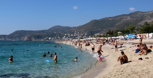 Antalya yanıyor İzmir selle boğuşuyor! Ekim ayında şaşırtan görüntü