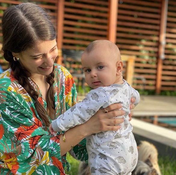 Hazal Kaya oğlu Fikret Ali ile yeni pozunu paylaştı beğeni yağmuru yaşandı