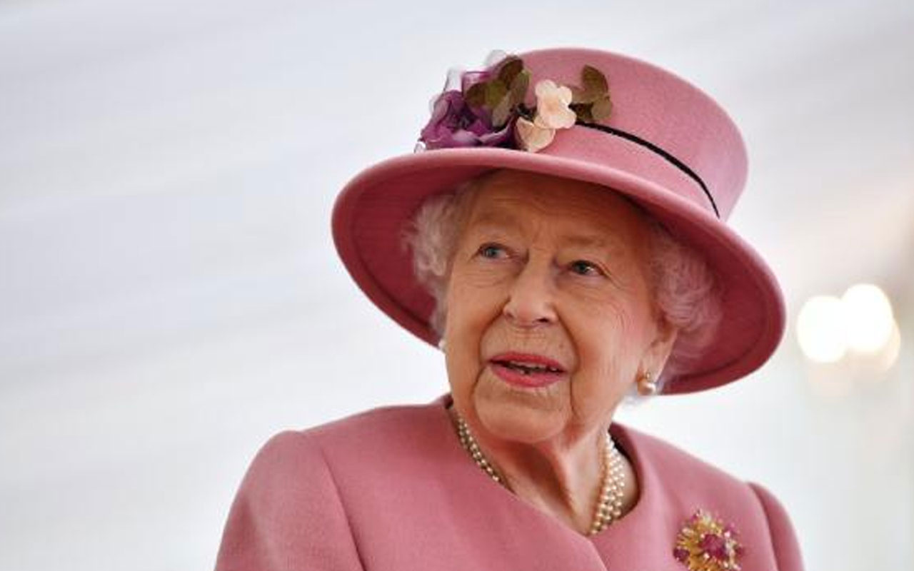 Maske takmadı! İngiltere Kraliçesi II. Elizabeth'ten 7 ay sonra ilk ziyaret
