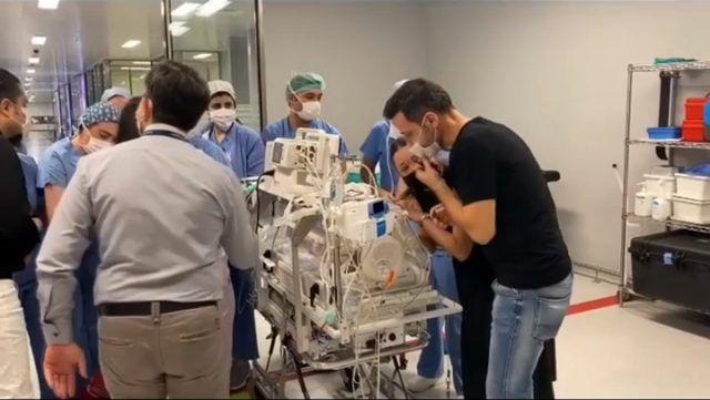 Sinan Özen'in 8 aylık bebeği 7. kez ameliyata girdi Burcu Kartal gözyaşlarına boğuldu