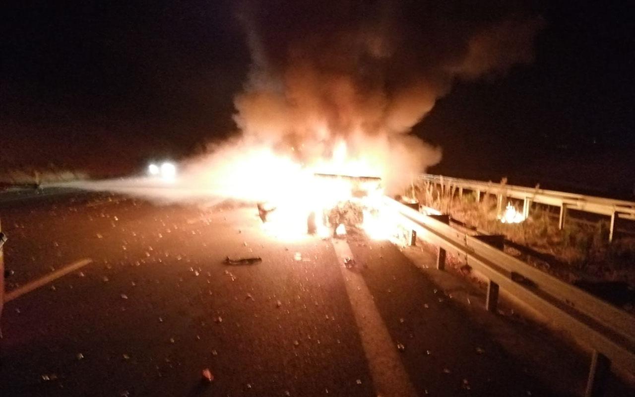 Balıkesir'de facia ucuz atlatıldı! 5 kişinin yaralandığı kazada alev alan otomobil yandı