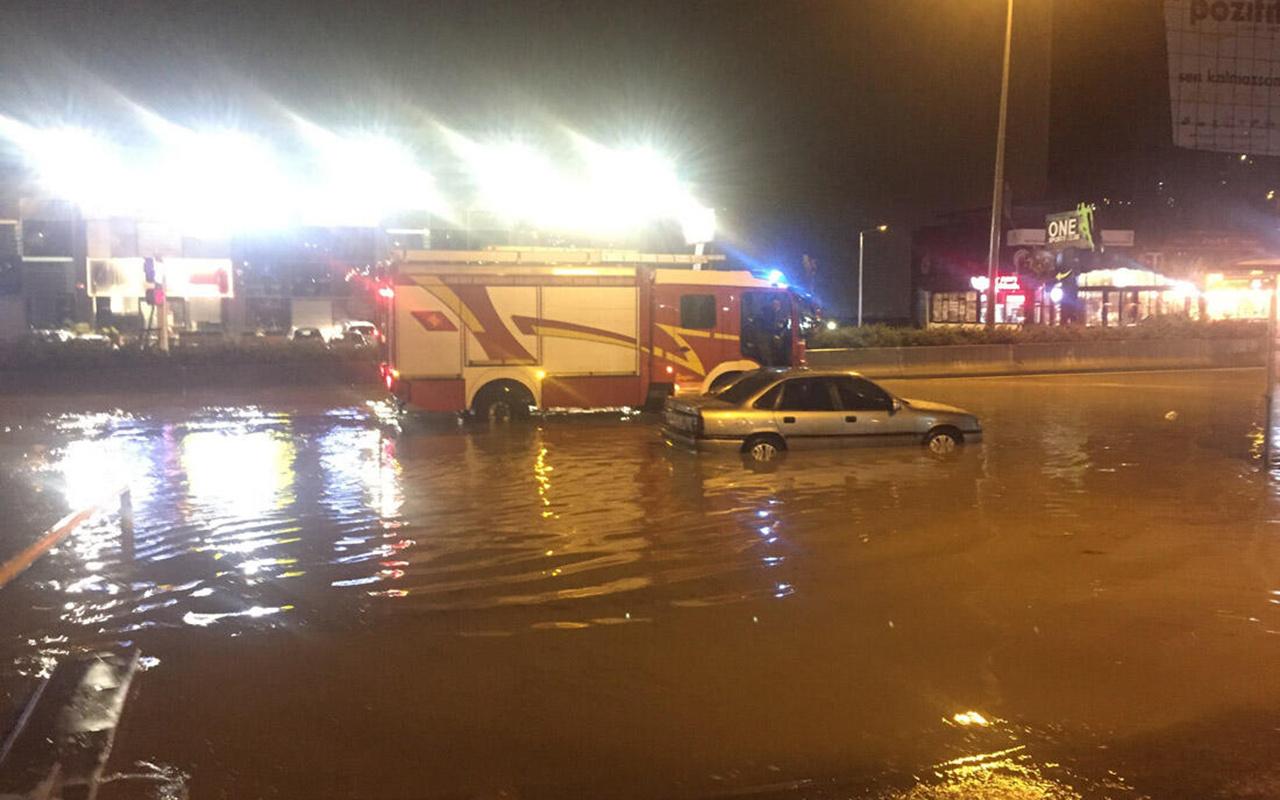 Ankara'da yağış hayatı felç etti