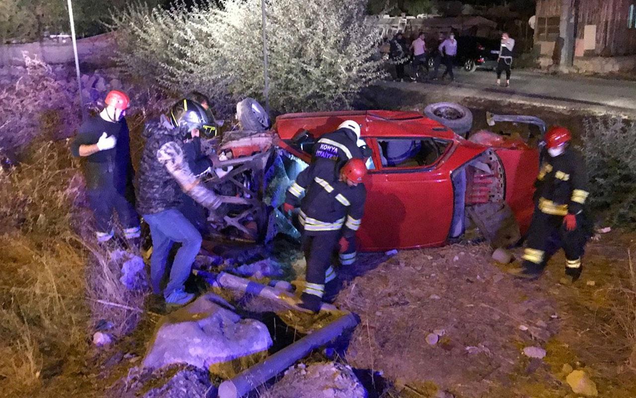 Konya'da 2 otomobilin çarpıştığı feci kazada kişi 9 kişi yaralandı