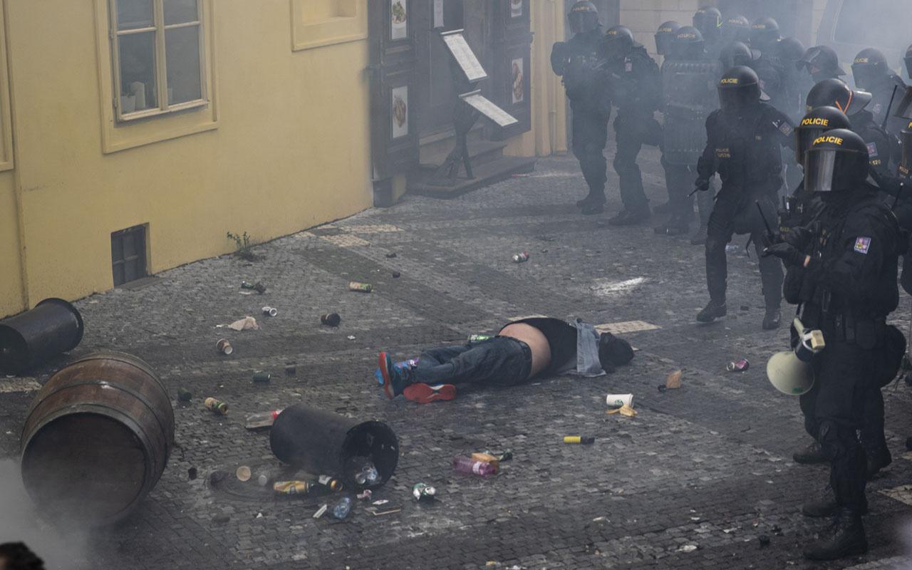 Çekya'da koronavirüs kısıtlamalarına protesto: 16 yaralı 20 gözaltı