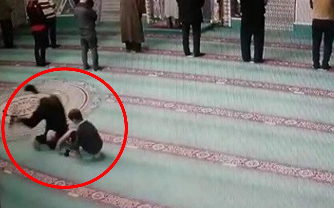 Herkes bu adamı konuşuyor! Sakarya'da camide takla atan adam olay oldu