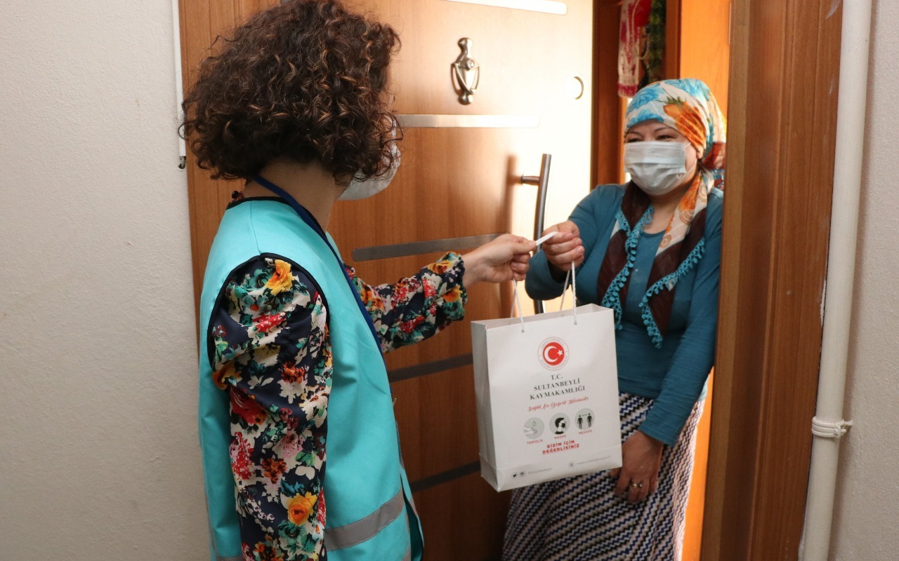 Sultanbeyli'de ihtiyaç sahibi 1.000 haneye temizlik seti dağıtılıyor