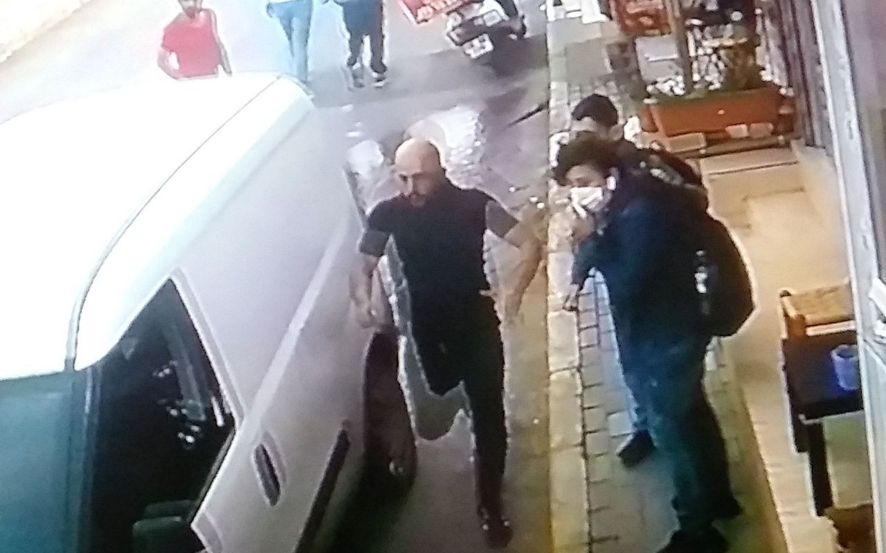 İzmir'de çocuğu ezilmekten kurtardı! Kahramanlık anları anbean kamerada