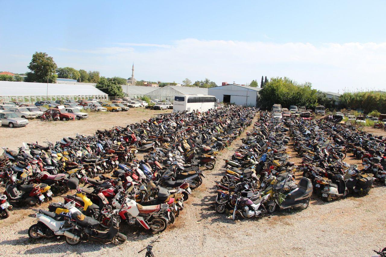 Otomobilleri motosikletleri değerinden çok ucuza satıyorlar ama kimse almıyor