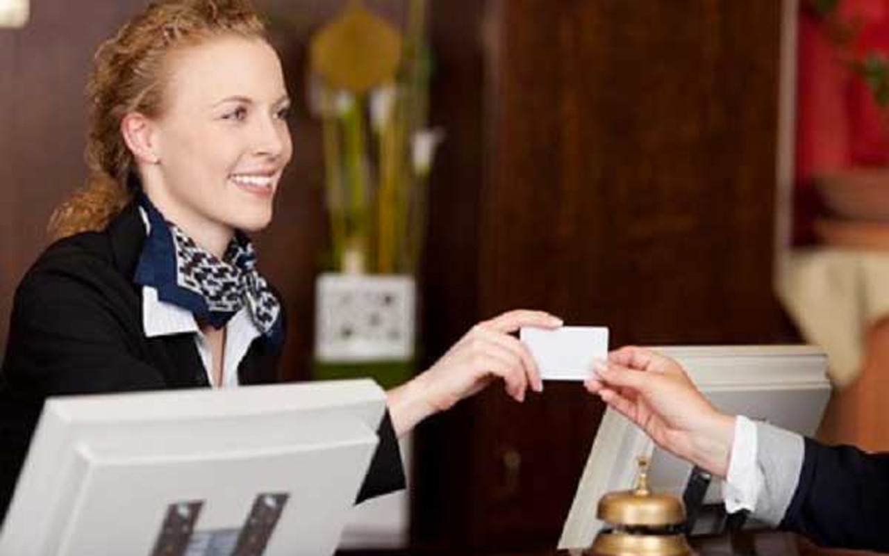 Milyonlarca çalışanı ilgilendiren emsal karar: Müşteriyle samimi olan tazminatsız kovulacak