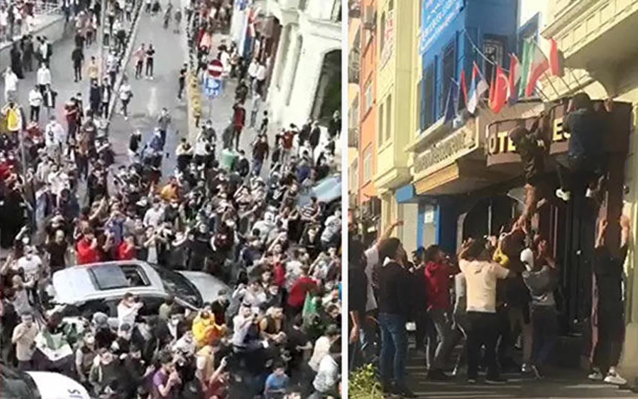 Suriyeli grup, Fransa karşıtı eylem düzenledi! Otellerdeki Fransız bayraklarını indirdiler