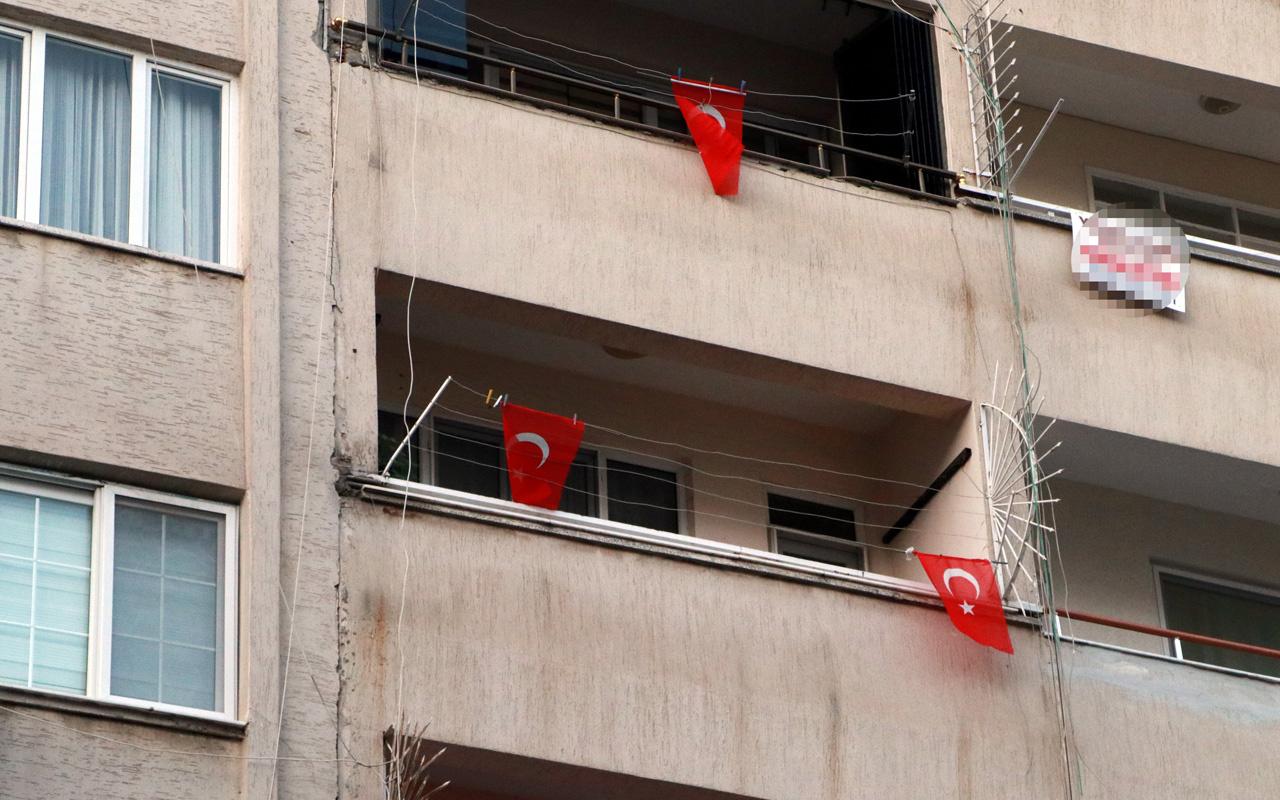Hatay'da patlamanın yaşandığı caddede teröre 'Türk Bayraklı' tepki