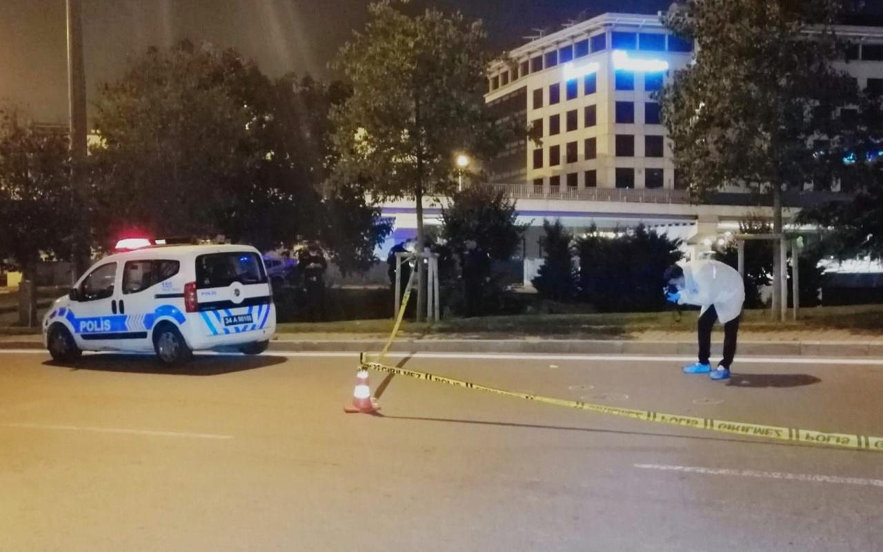 İstanbul'dan akıl almaz olay! Otomobilden atıldı kurşunların hedefi oldu