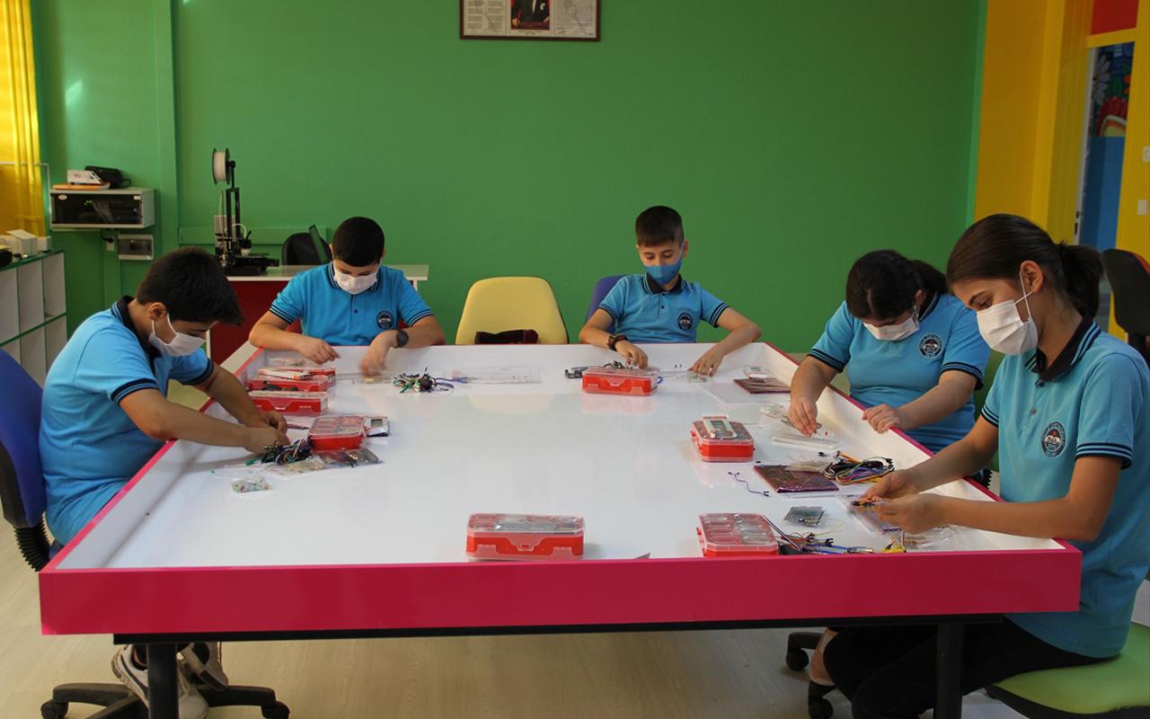 Şırnak'ın Silopi ilçesinde bir okulda robotik kodlama ve 3D yazıcılı sınıf açıldı