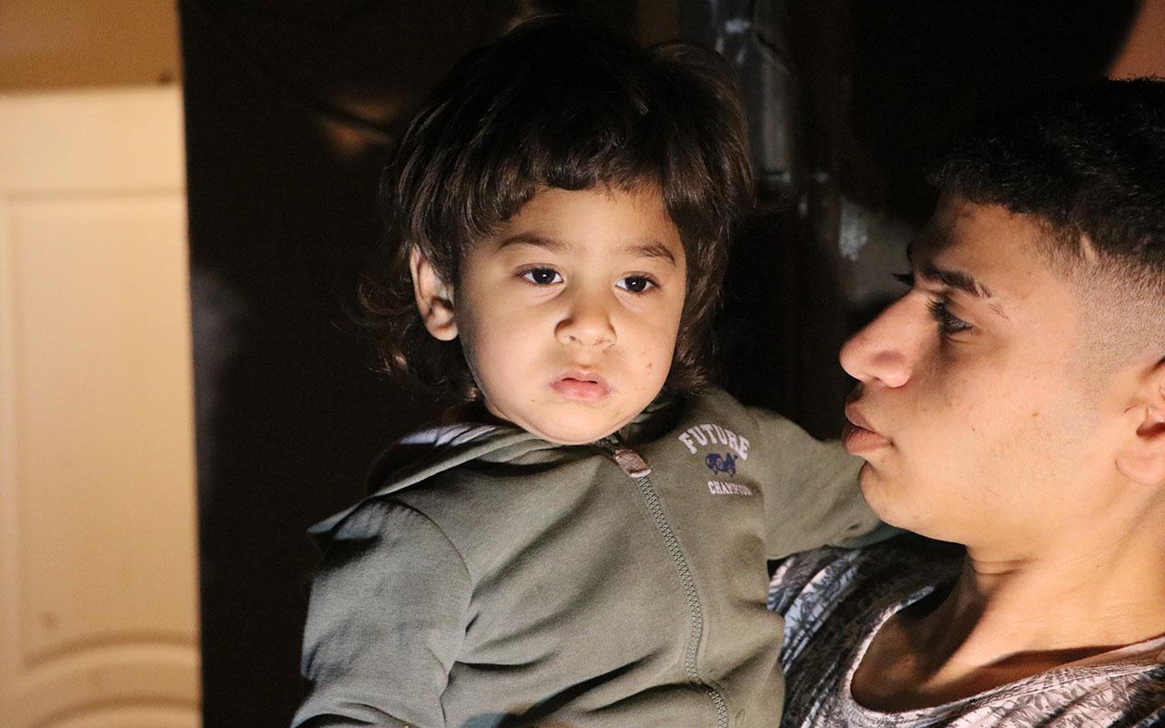 İzmir'de annesinin yanında uyuyan 2 yaşındaki çocuğu kaçırmak istediler! Balkona attılar