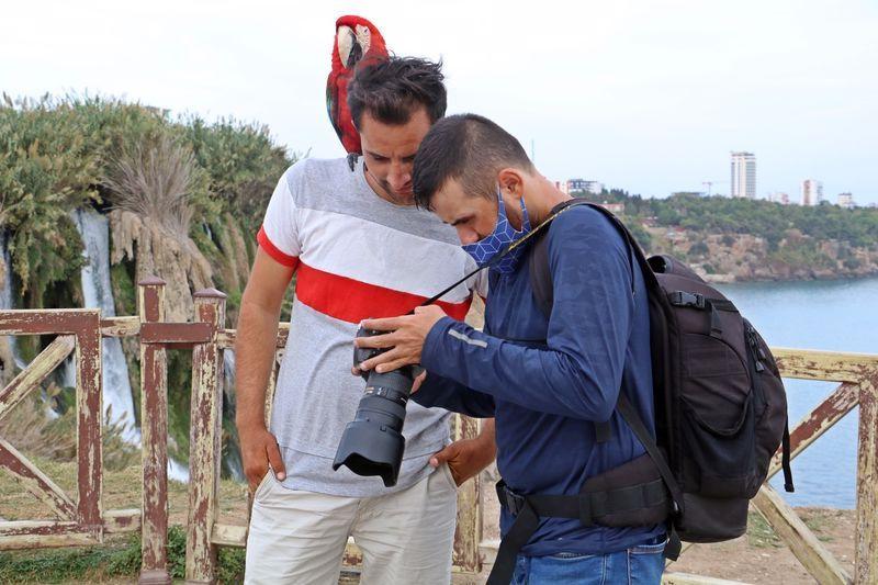 Antalya'da görme engelli genç fotoğraf geçerek geçimini sağlıyor! Çektiği fotoğraflar şaşırttı