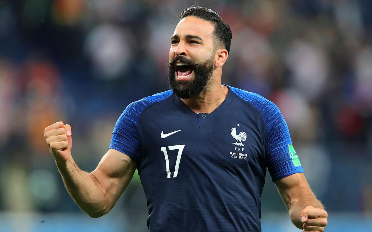 Fransız futbolcu Adil Rami'den Cumhurbaşkanı Macron'a sert sözler