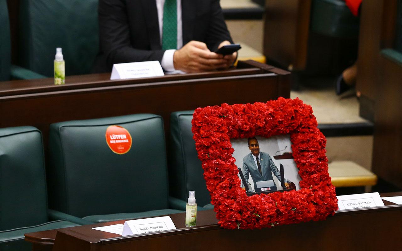 AK Partili Markar Esayan unutulmadı: Sırasına fotoğrafı konuldu