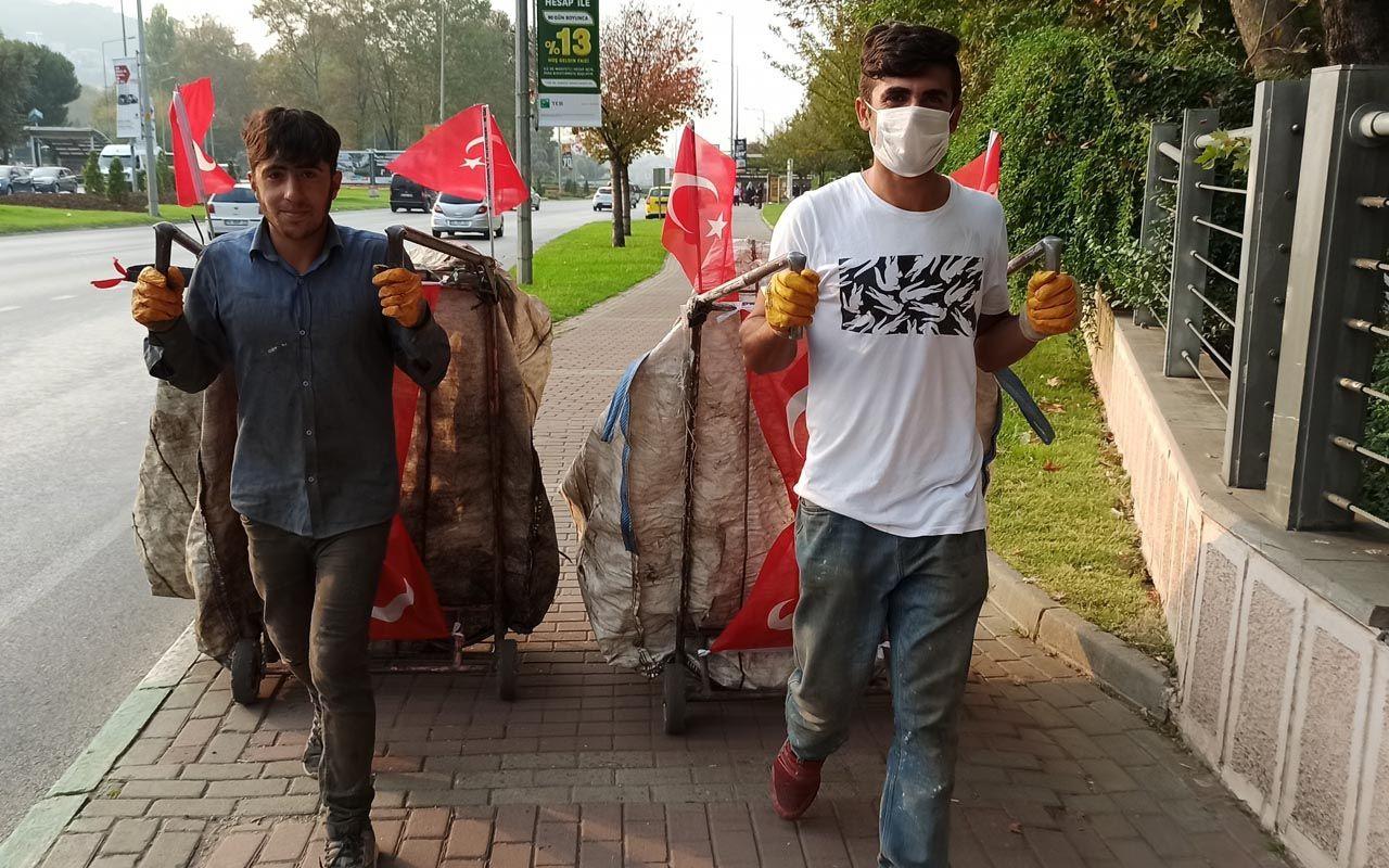 Bursa'da kağıt topladıkları aracı Türk bayrağıyla donatan gençler 29 Ekim'i kutladı