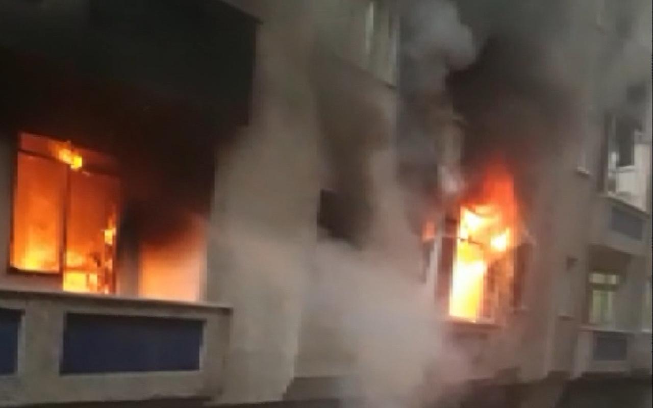 Bağcılar'da uyuşturucu bağımlısı olduğu öne sürülen kişi evi yaktı