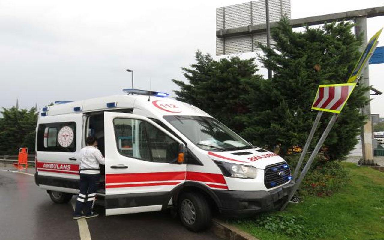 İstanbul'da yağış etkili oldu! Ambulans kaygan yolda refüje çıktı