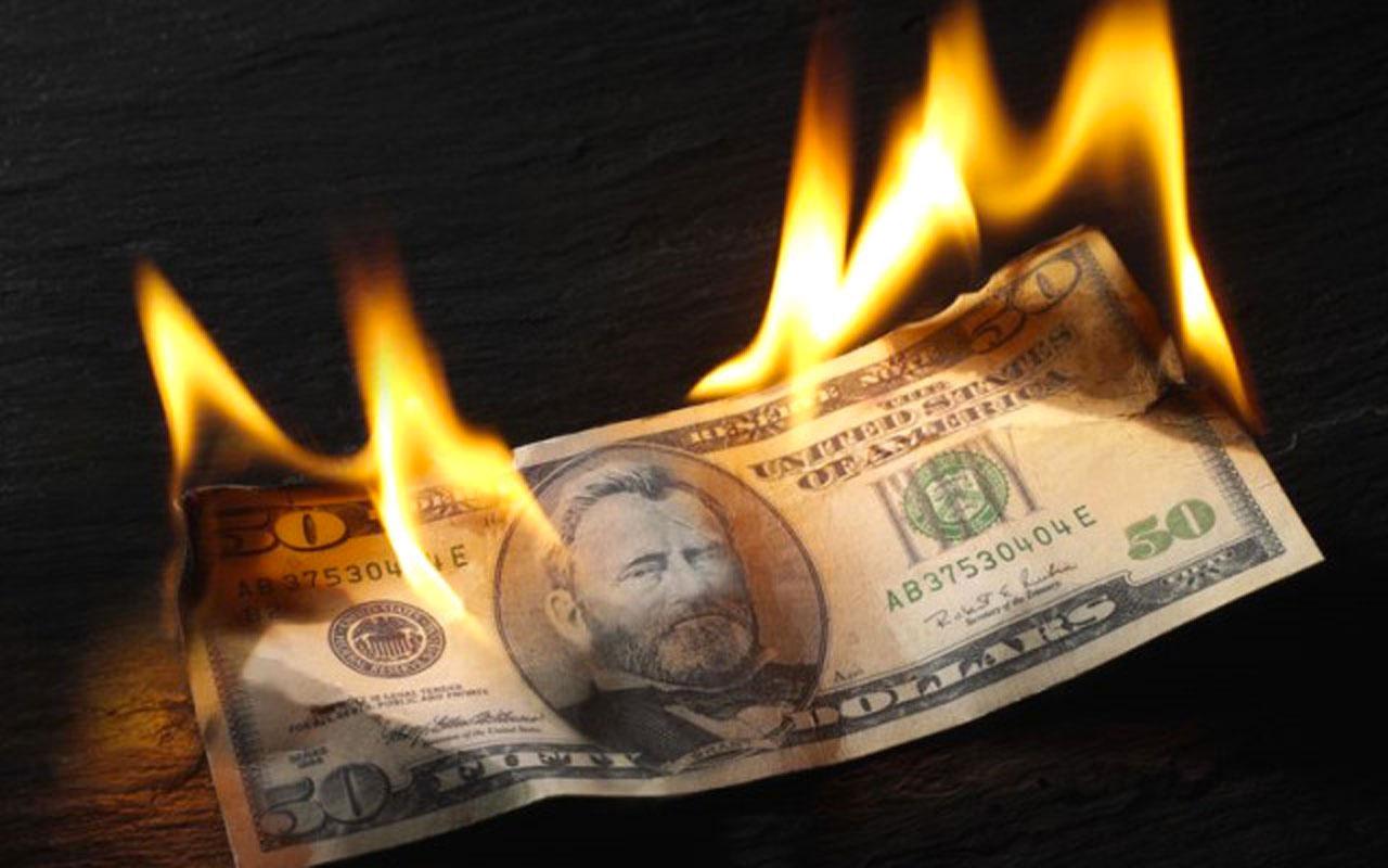 Dolar tatil dinlemedi rekor tazeledi! Piyasalarda son durum