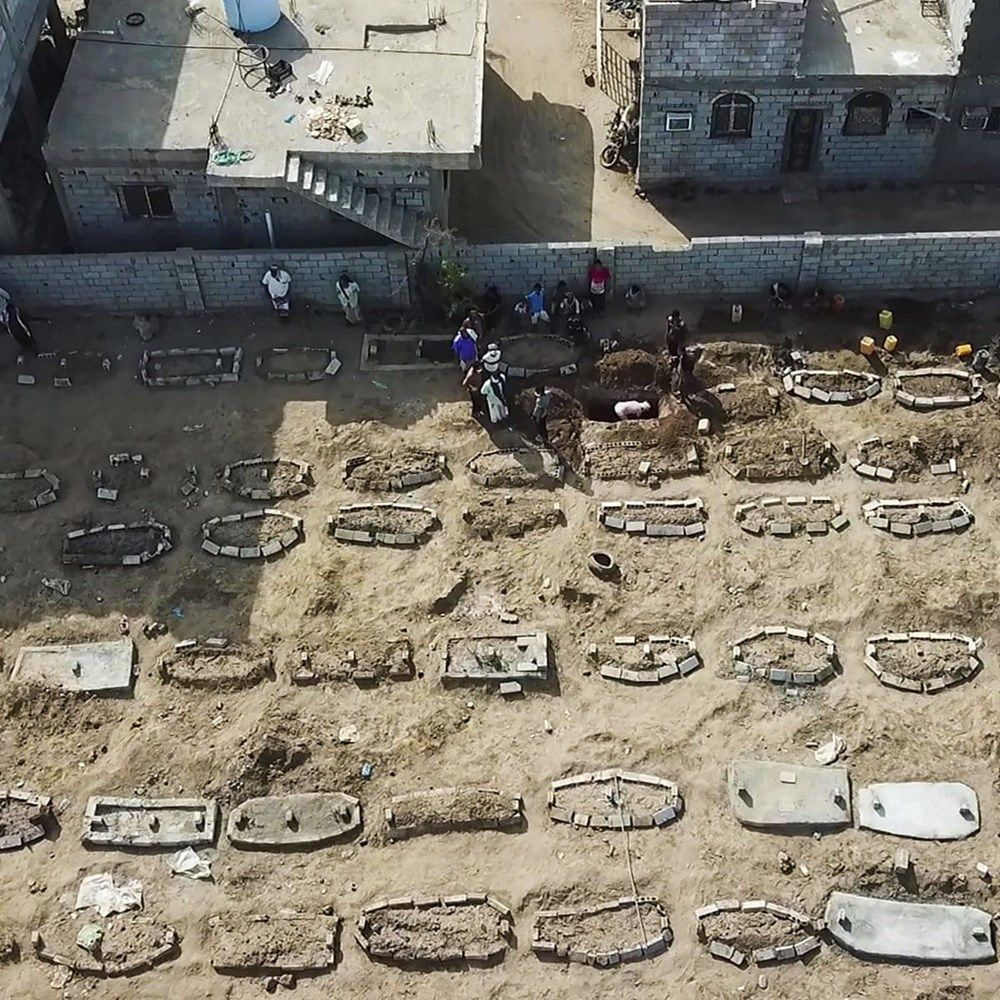 Yemen'de uydu görüntüleri ortaya çıktı! Kazılan yüzlerce mezar görenleri korkuttu