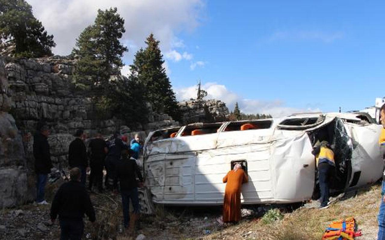 Konya'da kız isteme yolunda feci kaza! 13 yaralı var