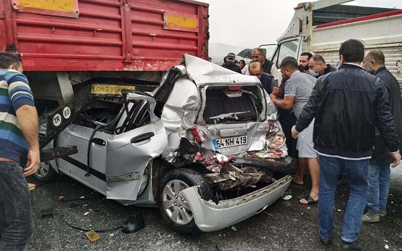 Aydın-İzmir otoyolunda yok böyle kaza! Otomobil TIR'a arkadan çarptı 12 kişi yaralandı