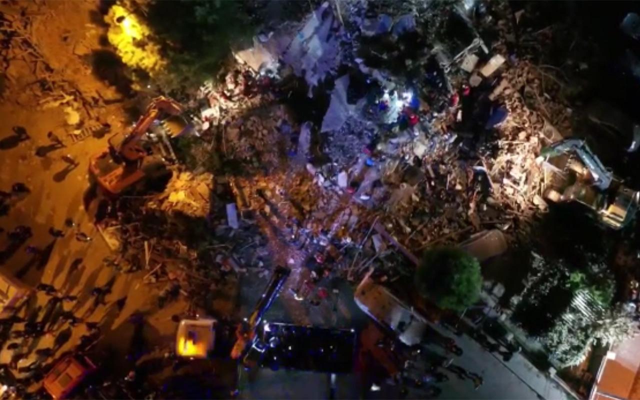İzmir Bayraklı'da yıkılan binalardaki arama kurtarma çalışmaları havadan görüntülendi