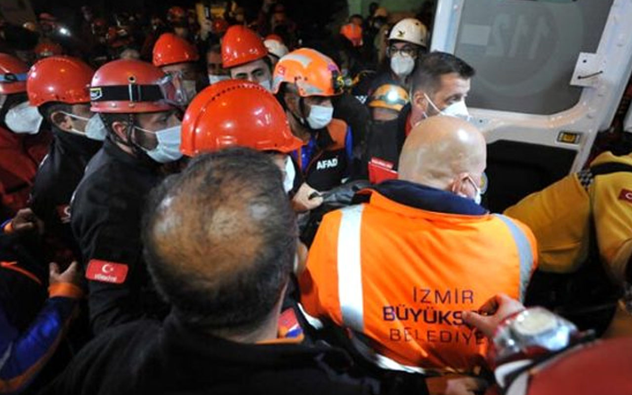 İzmir'de enkazın altından saatler sonra kurtarılan kadın ambulansta vefat etti